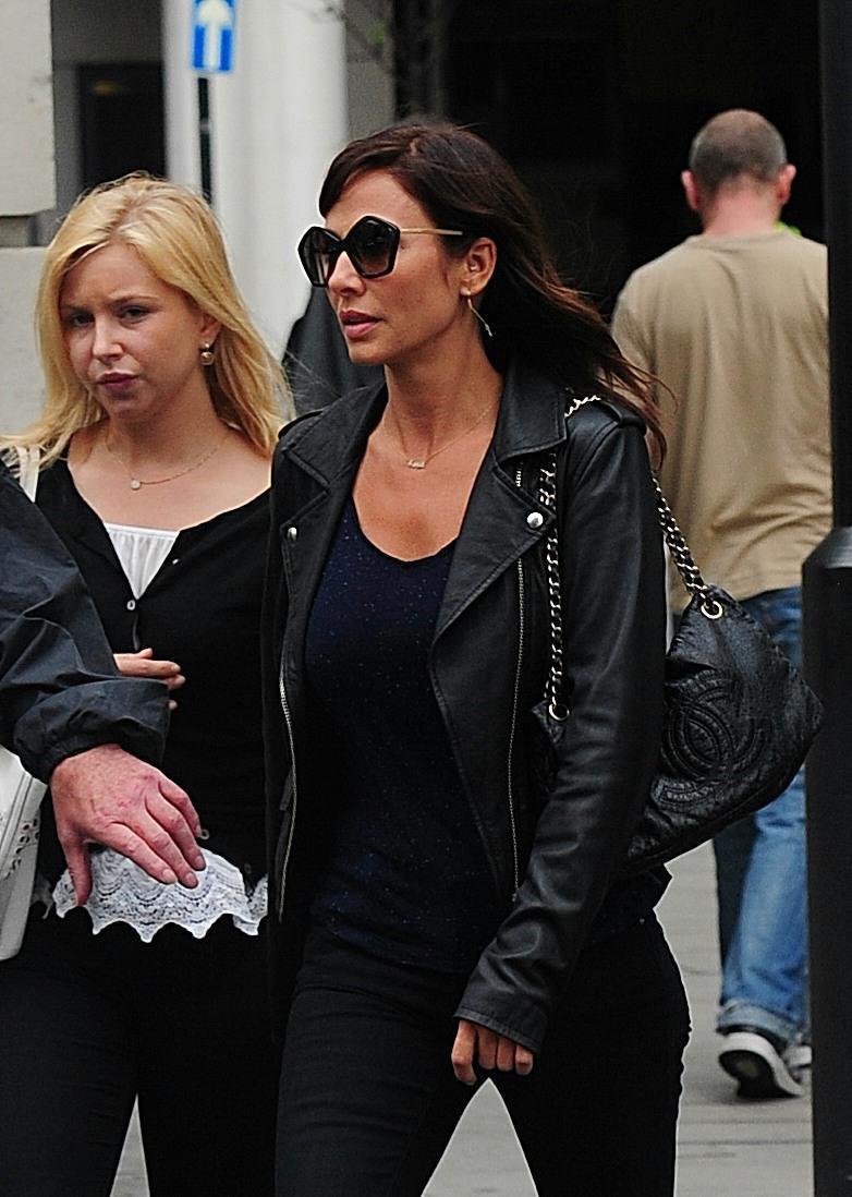 Natalie Imbruglia a Londra: look total black e tacchi FOTO 3