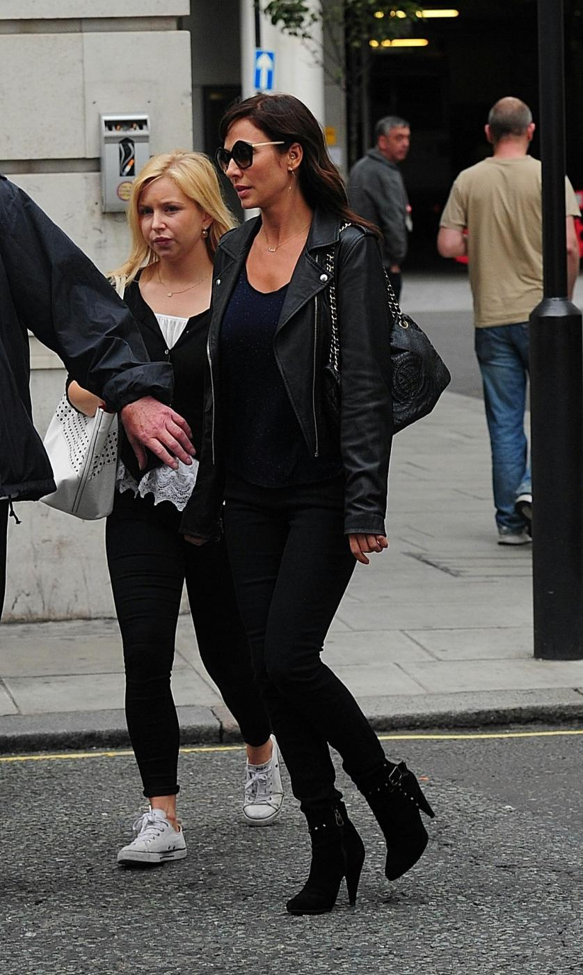 Natalie Imbruglia a Londra: look total black e tacchi FOTO 4