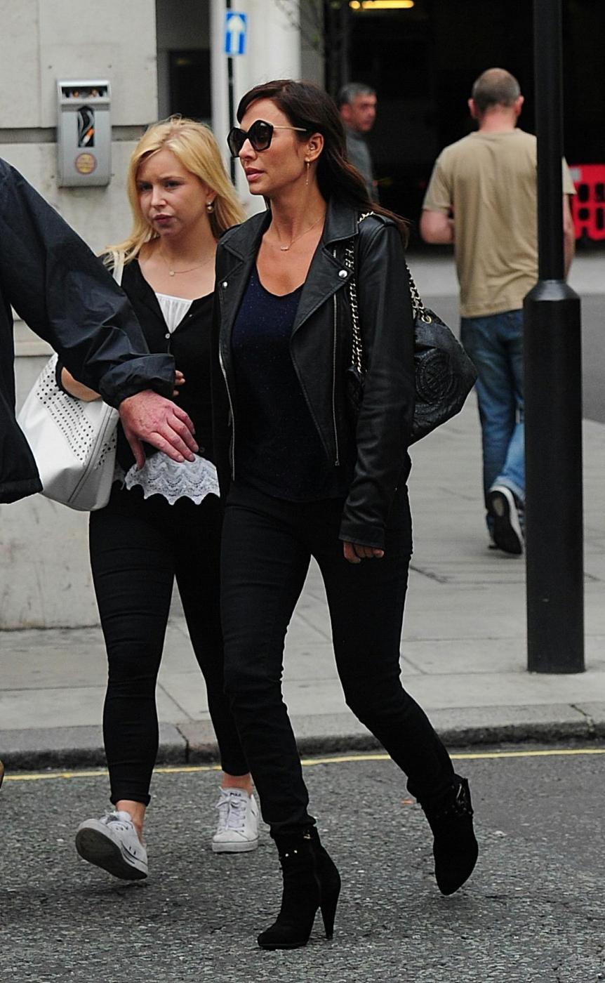 Natalie Imbruglia a Londra: look total black e tacchi FOTO 6