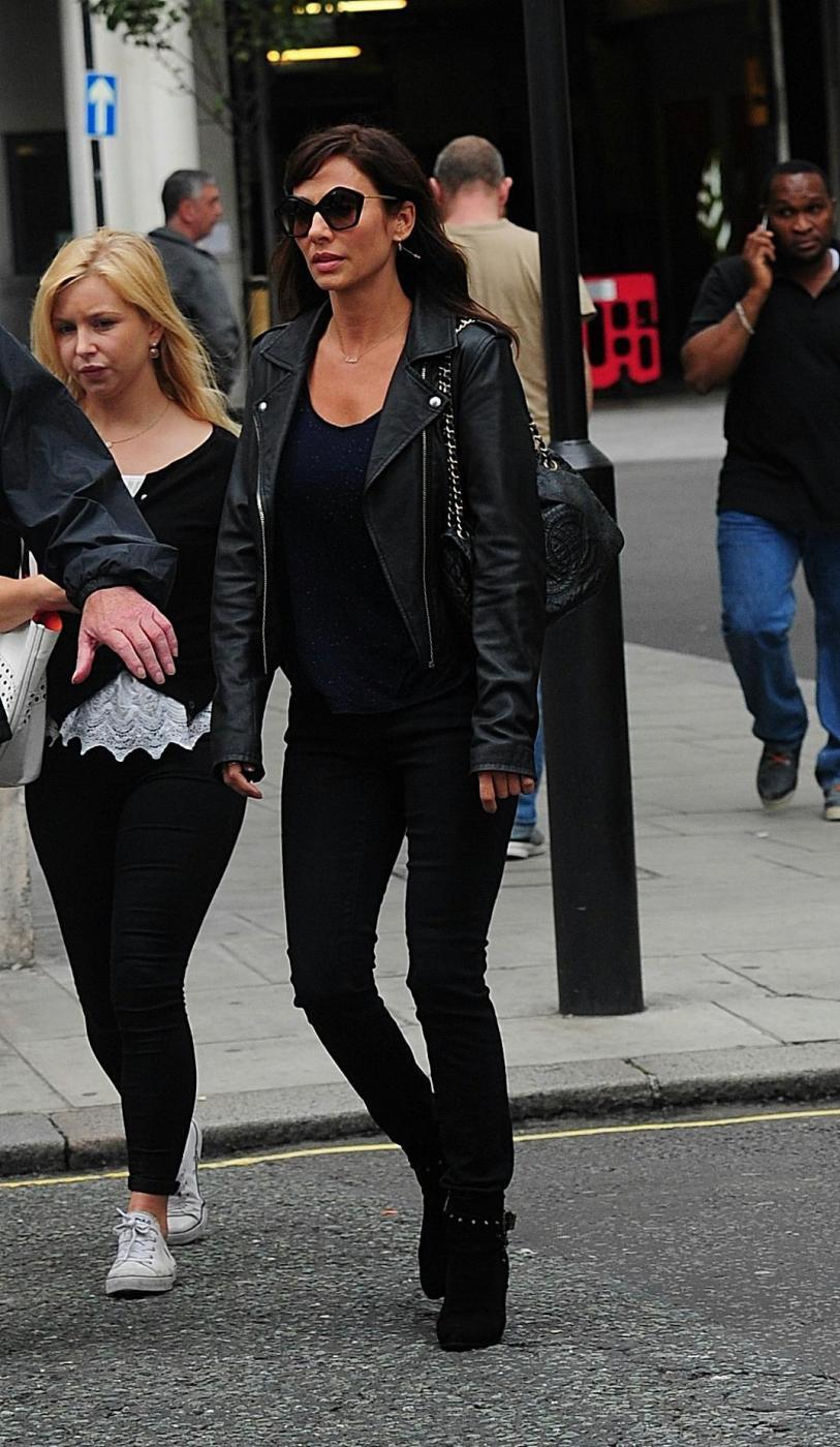 Natalie Imbruglia a Londra: look total black e tacchi FOTO 7