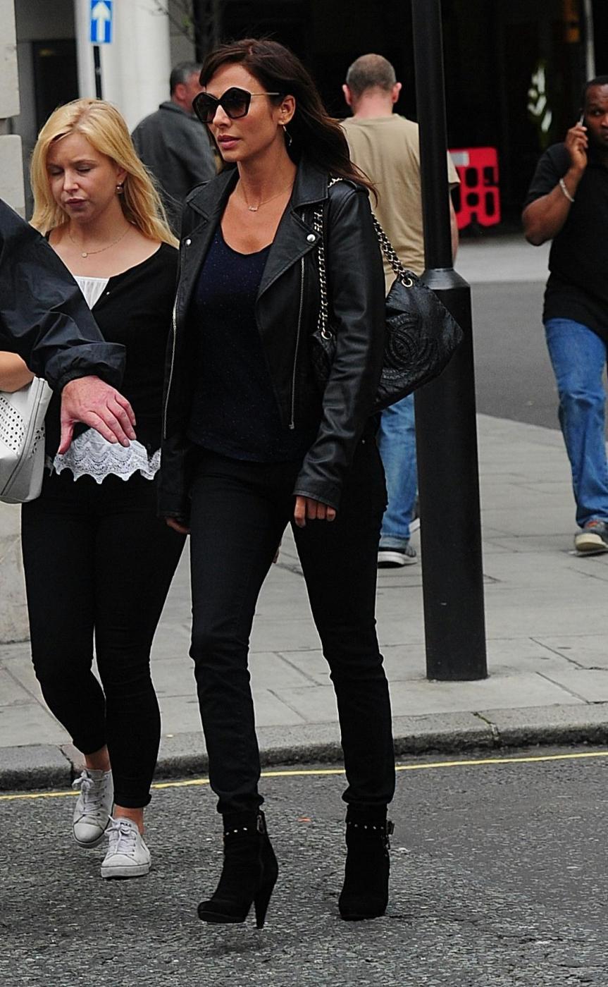 Natalie Imbruglia a Londra: look total black e tacchi FOTO 8