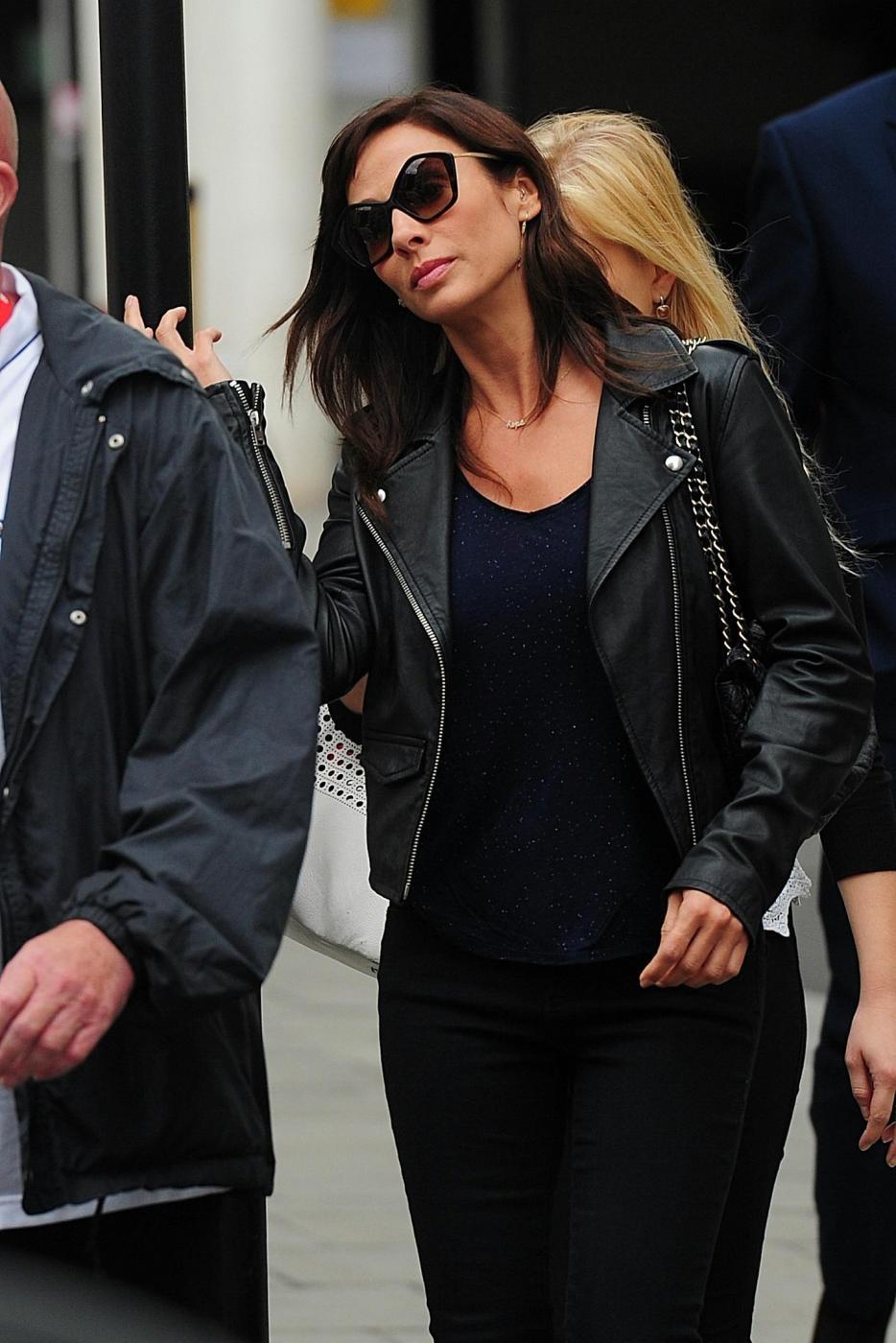 Natalie Imbruglia a Londra: look total black e tacchi FOTO