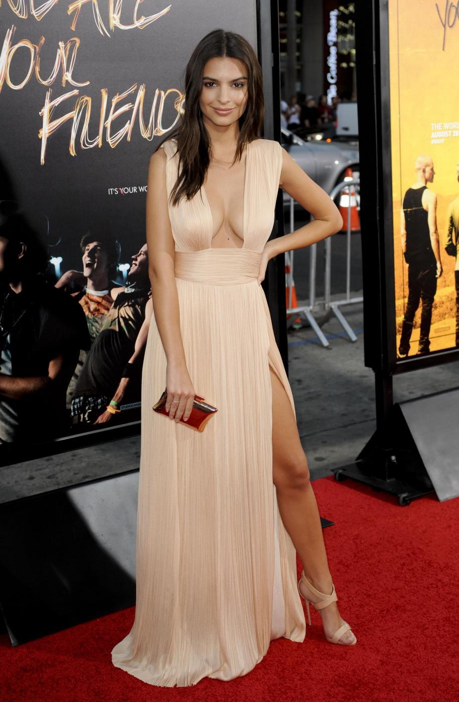 Emily Ratajkowski: scollatura da urlo a Hollywood FOTO 5