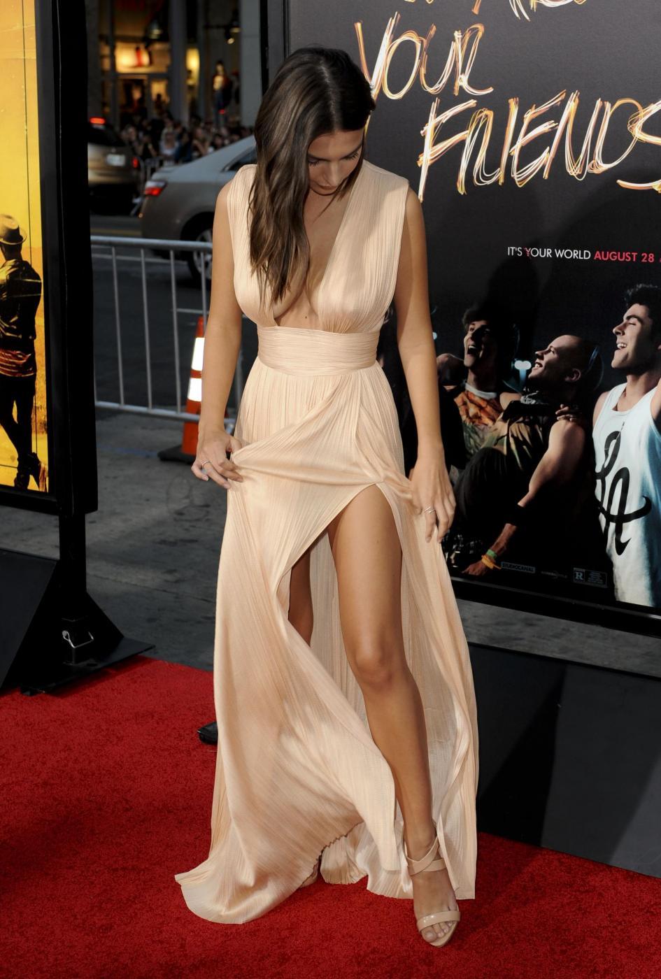 Emily Ratajkowski: scollatura da urlo a Hollywood FOTO 8