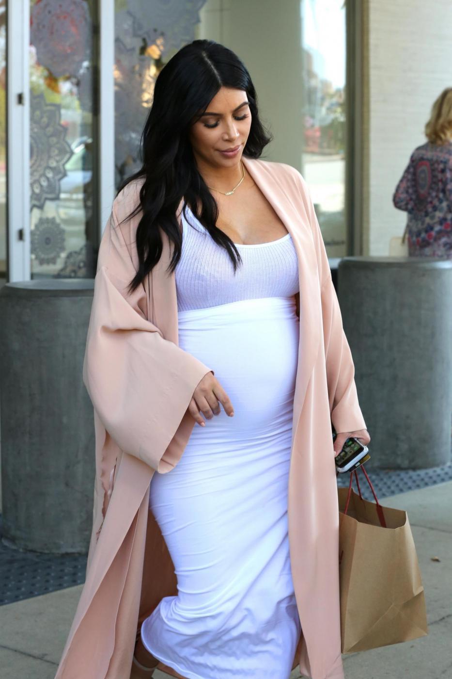 Kim Kardashian, abito super aderente in gravidanza FOTO 1