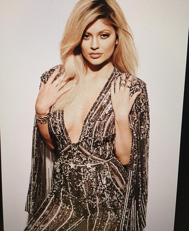 Kylie Jenner, il segreto della bellezza? La maschera notturna3