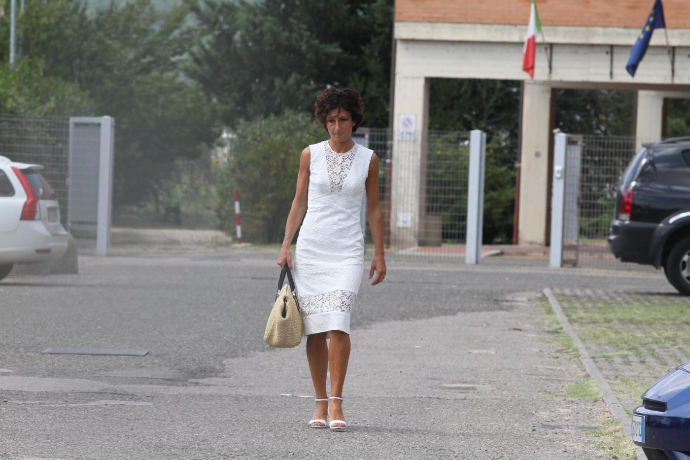 Agnese landini, moglie precaria di Renzi esce da scuola11