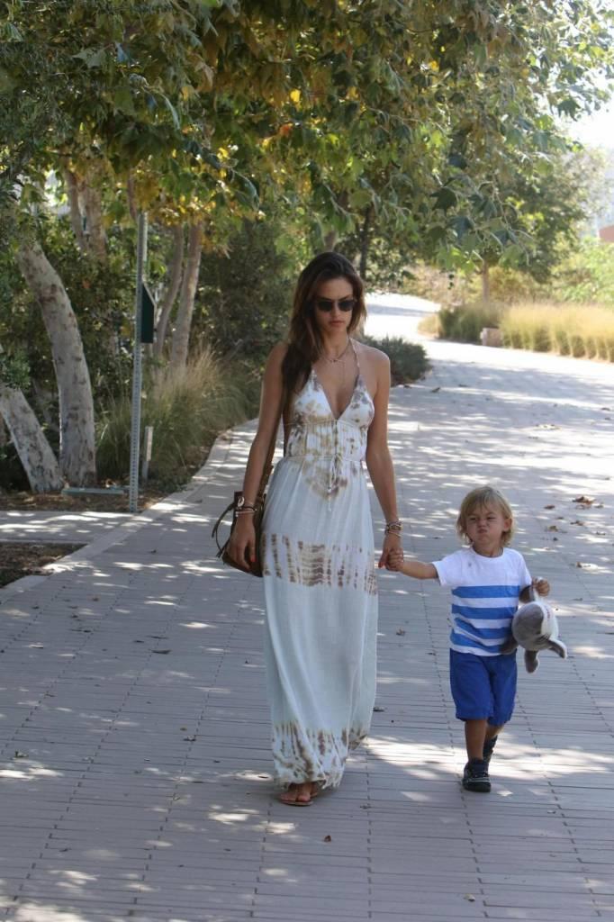 Alessandra Ambrosio, shopping a malibù con Jamie e Noah18