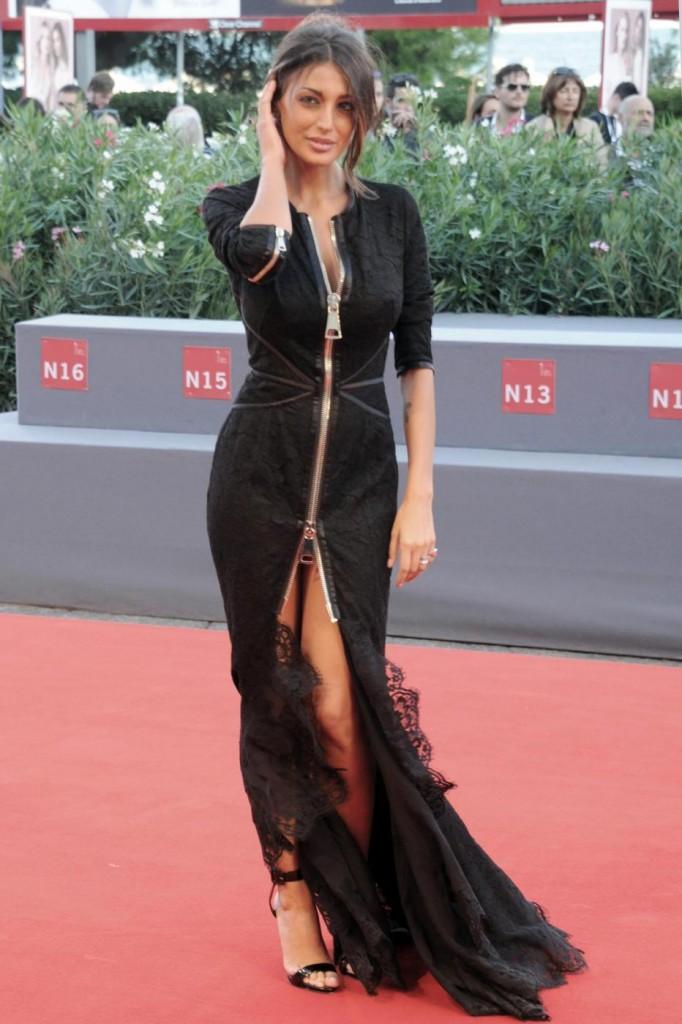 Cristina Buccino, sexy abito con doppio spacco a Venezia6