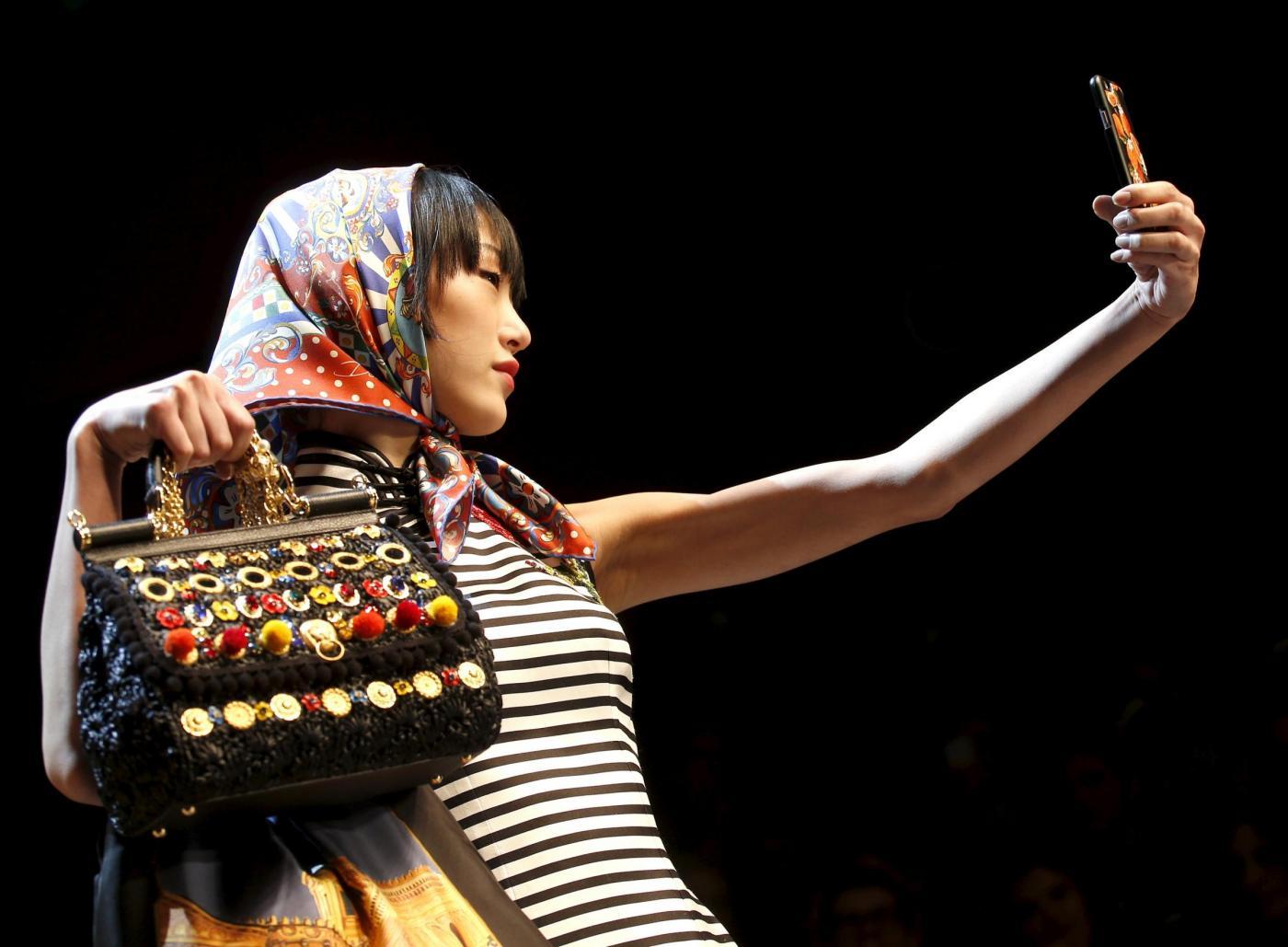 Dolce & Gabbana portano i selfie in passerella13