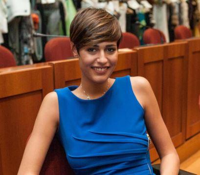 Alice Sabatini, mini abito blu a Milano FOTO qw