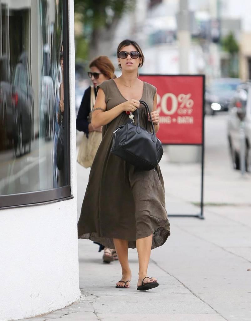 Elisabetta Canalis, shopping col pancione ad un anno dal matrimonio14