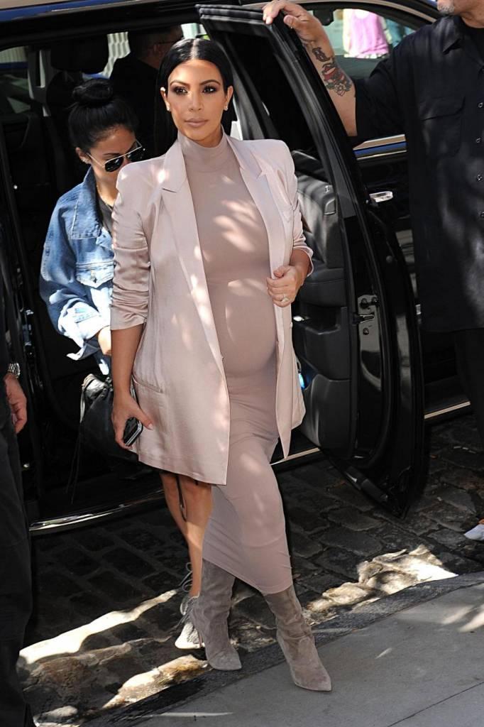 Kim Kardashian impegnatissima nonostante7