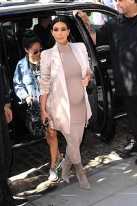 Kim Kardashian impegnatissima nonostante