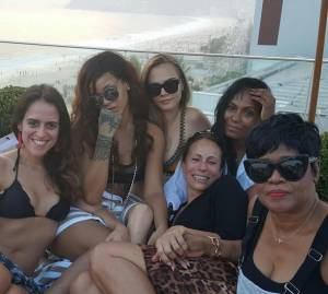 Cara Delevingne e Rihanna in vacanza insieme FOTO