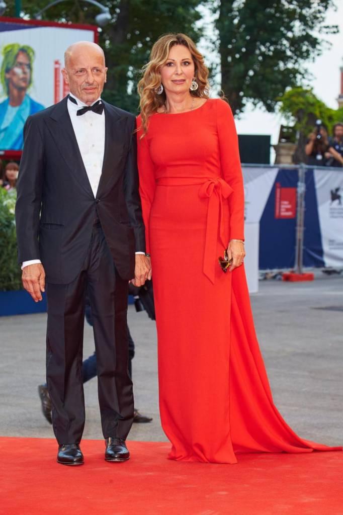 Venezia, red carpet: Daniela Santanchè con l'abito rosso lungo4