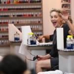 Sharon Stone in infradito a 57 anni, altro che tacco10