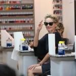 Sharon Stone in infradito a 57 anni, altro che tacco7