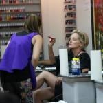 Sharon Stone in infradito a 57 anni, altro che tacco8