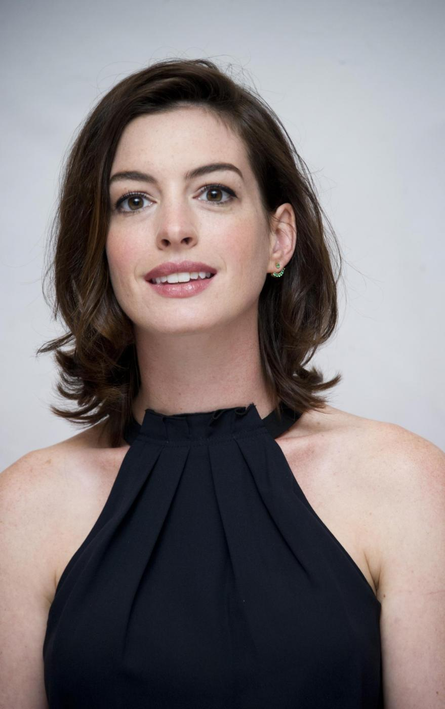 Anne Hathaway elegante per il photocall del film The intern FOTO 9