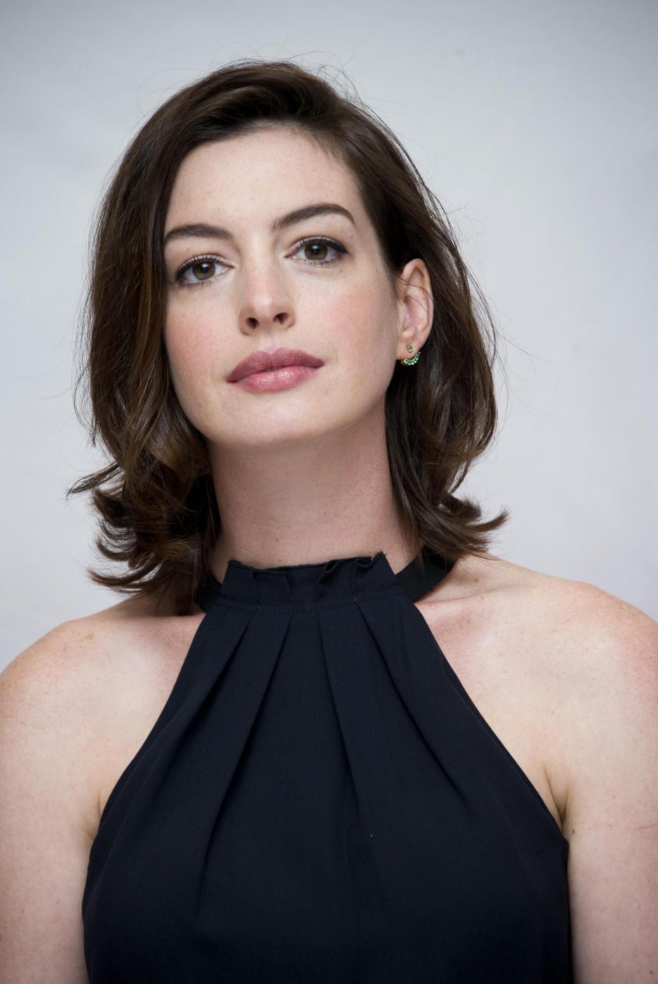 Anne Hathaway elegante per il photocall del film The intern FOTO 15