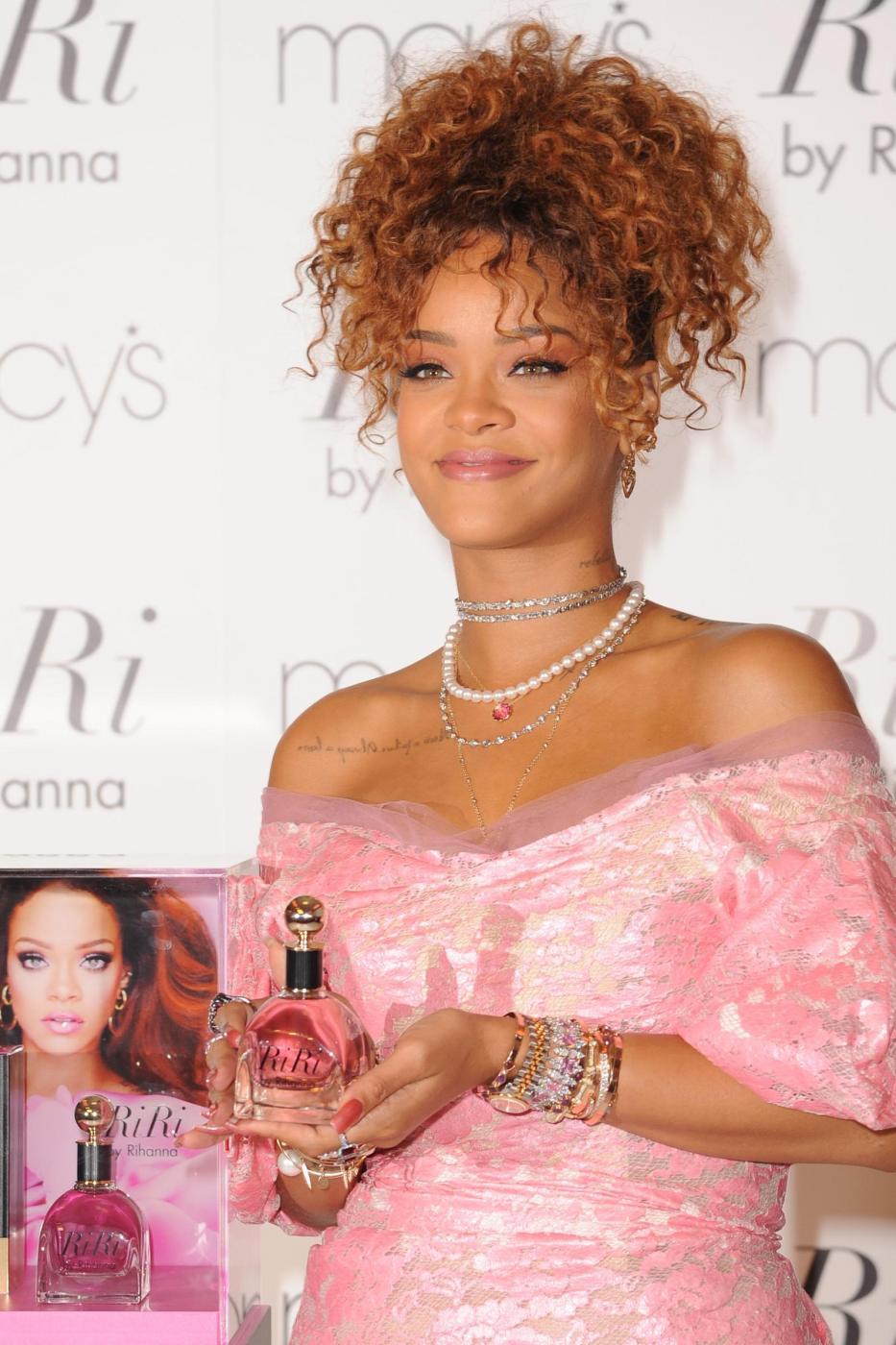 Rihanna ingrassata? Curve lievitate per la cantante FOTO 16
