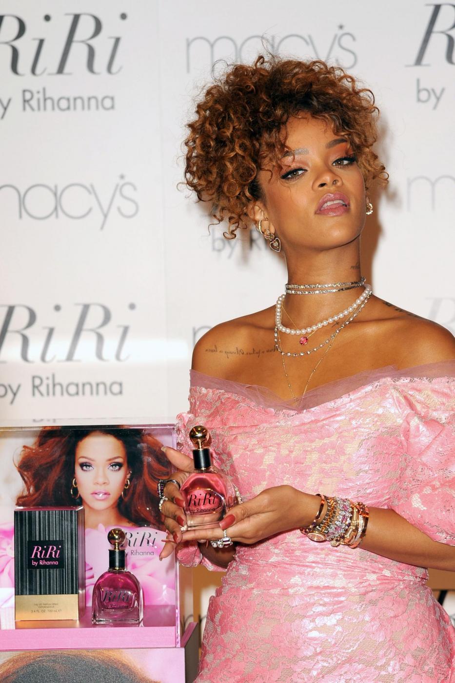 Rihanna ingrassata? Curve lievitate per la cantante FOTO 18