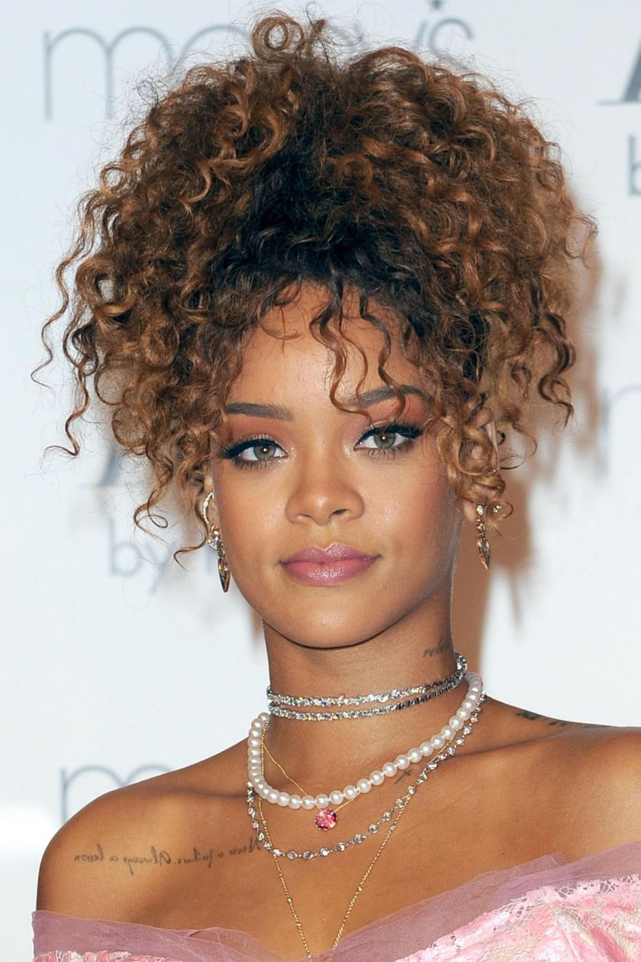Rihanna ingrassata? Curve lievitate per la cantante FOTO 20