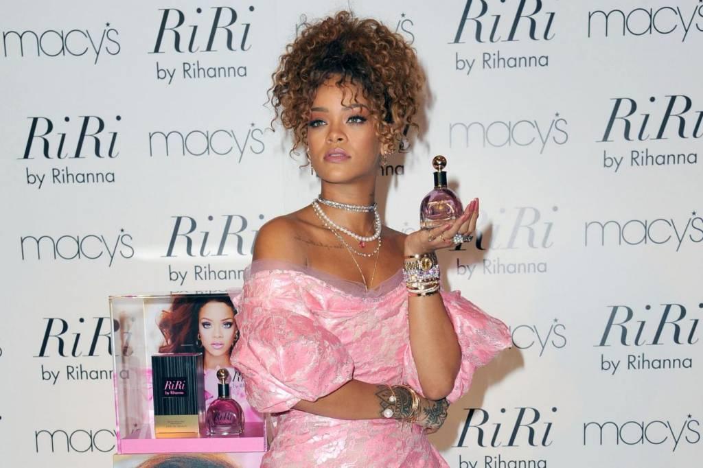 Rihanna ingrassata? Curve lievitate per la cantante FOTO