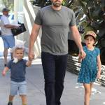 Ben Affleck papà triste e solo, compra gelato ai figli8