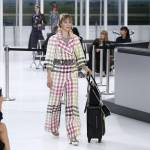 """Chanel prende il """"volo"""": sfilata si trasforma in aeroporto FOTO11"""