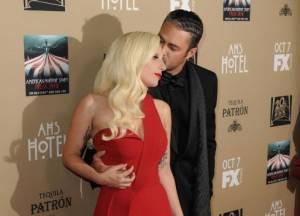 Lady Gaga abbracciata al fidanzato Taylor Kinney FOTO