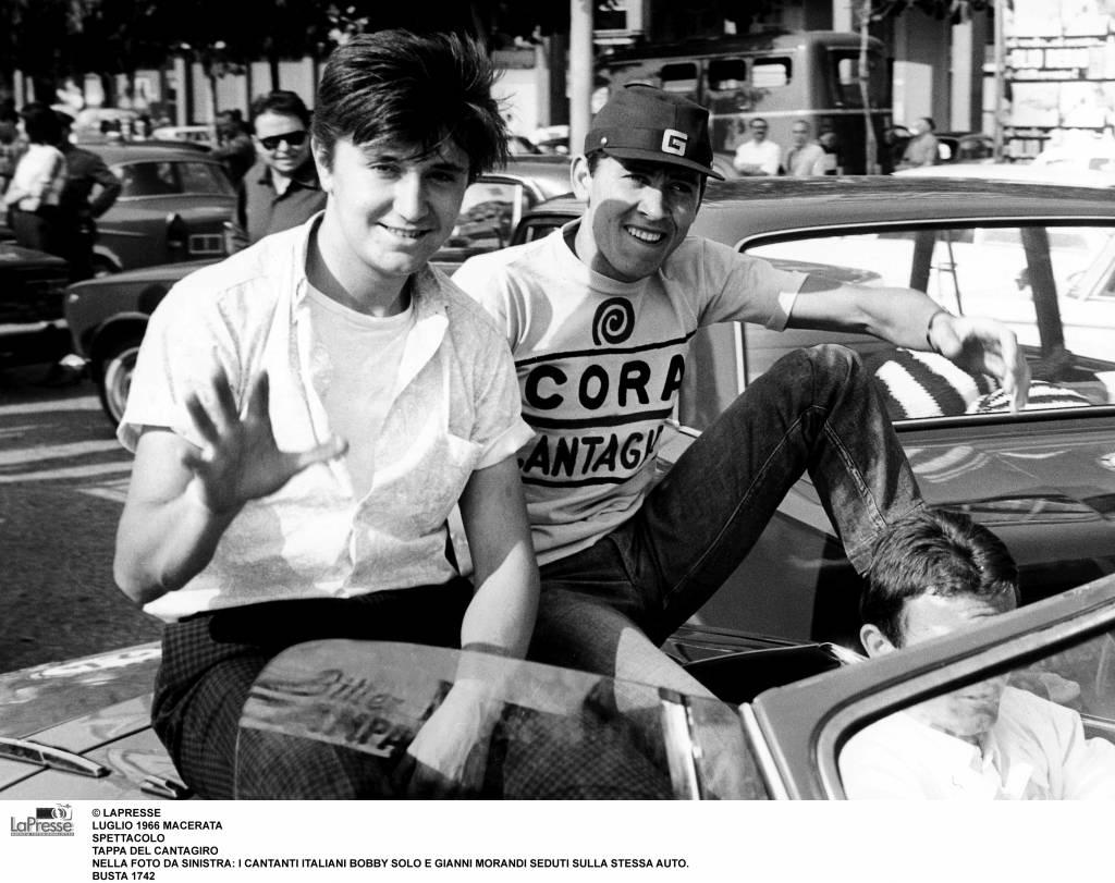 Gianni Morandi com'era e com'è: FOTO del cantante