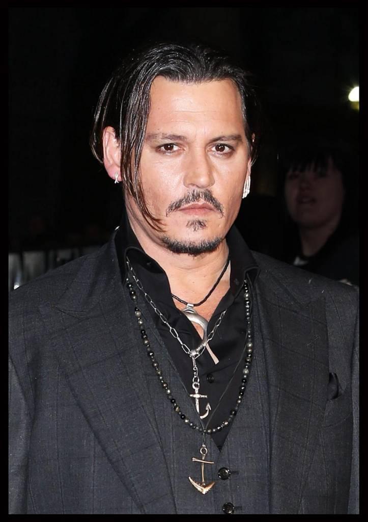Johnny Depp ruba il microfono all'intervistatrice8