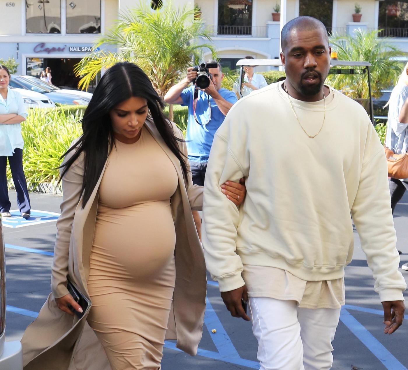 """Kim Kardashian, 35 anni: festa a sorpresa con tutto il """"clan""""10"""