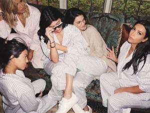 Kim Kardashian, baby shower con Cara Delevingne e famiglia