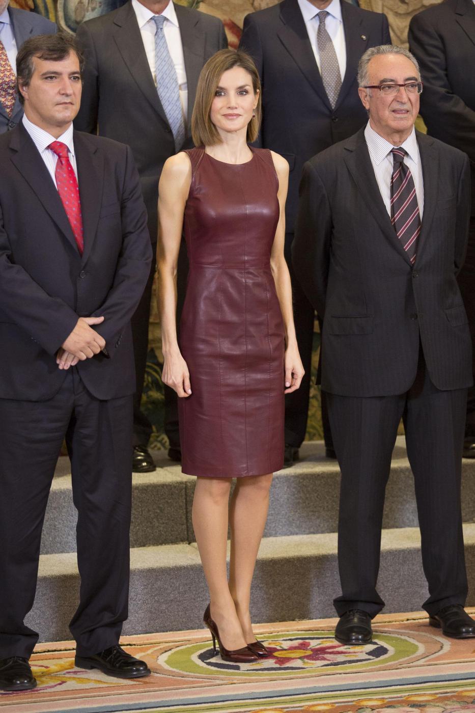 Letizia Ortiz di Spagna osa: tubino in pelle e tacchi8