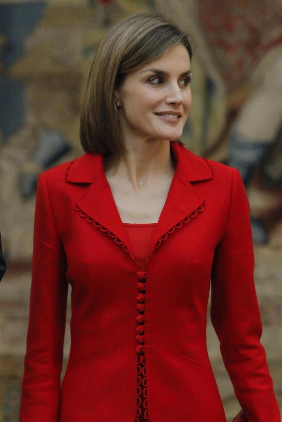 Letizia Ortiz di Spagna: completo rosso super chic FOTO