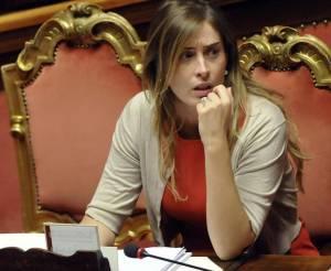 Maria Elena Boschi, vestito aderente al Senato FOTO