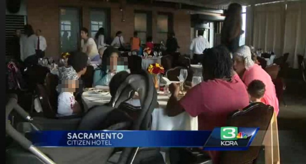 Sposo non si presenta, suocera regala pranzo nozze a homeless 9