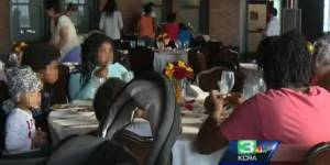 Sposo non si presenta, suocera regala pranzo nozze a homeless 4