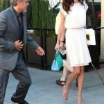 Amal Alamuddin Clooney: vestito bianco e sandali con tacco FOTO 5