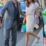 Amal Alamuddin Clooney: vestito bianco e sandali con tacco FOTO 6