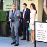 Amal Alamuddin Clooney: vestito bianco e sandali con tacco FOTO sd