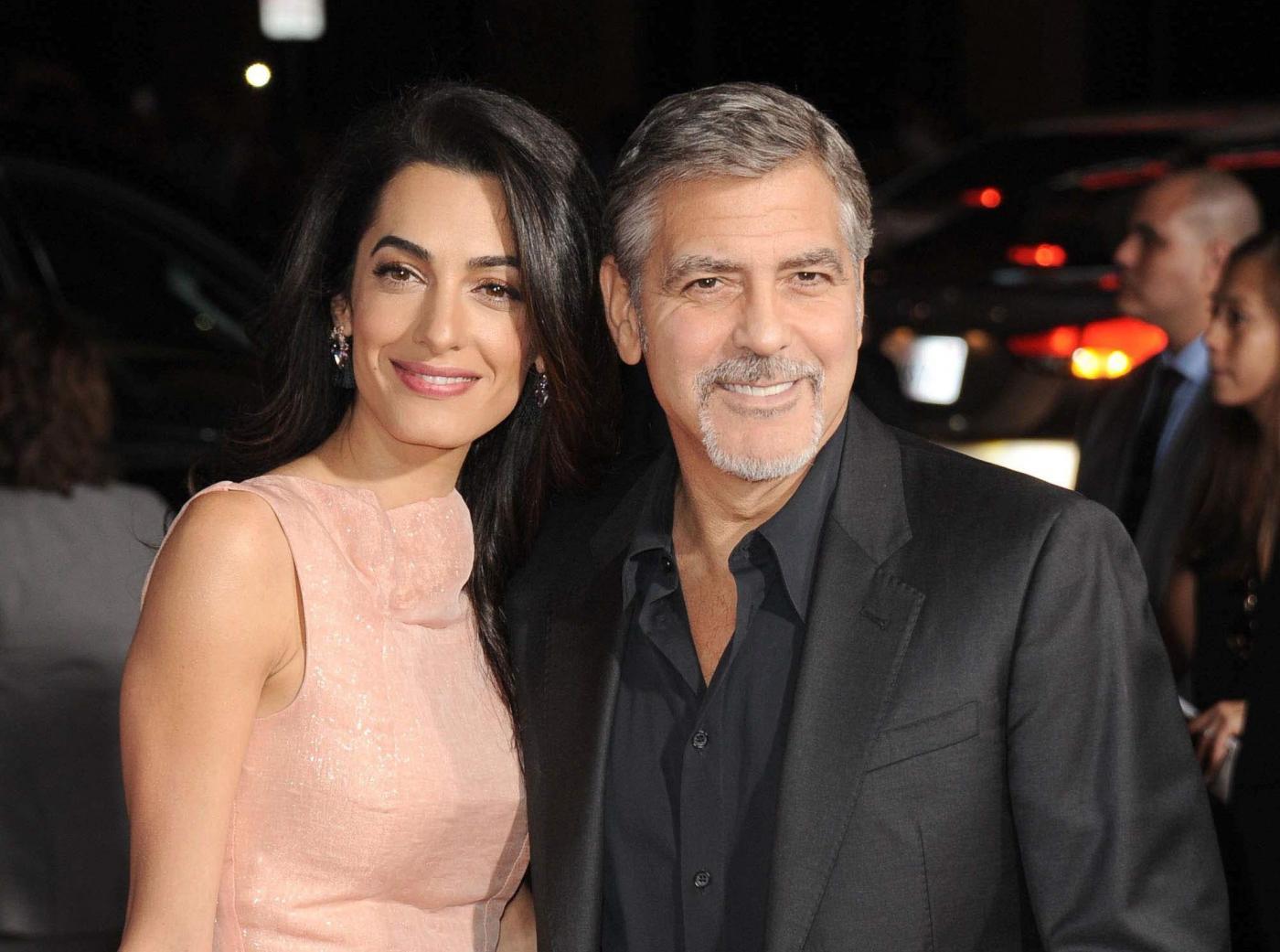 """Amal Alamuddin, marito George Clooney confessa: """"Ogni tre ore..."""