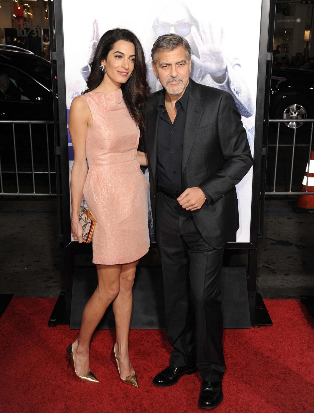 Amal Alamuddin Clooney, vestito rosa glitterato a Londra FOTO 16