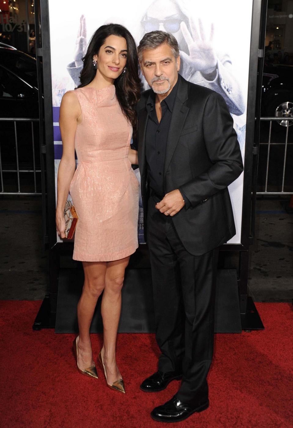 Amal Alamuddin Clooney, vestito rosa glitterato a Londra FOTO 18