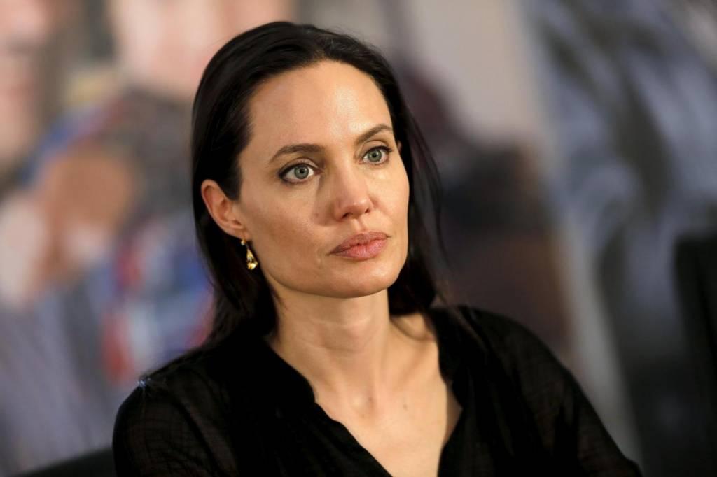 """Angelina Jolie colpita da paralisi di Bell: """"Superata con agopuntura"""""""