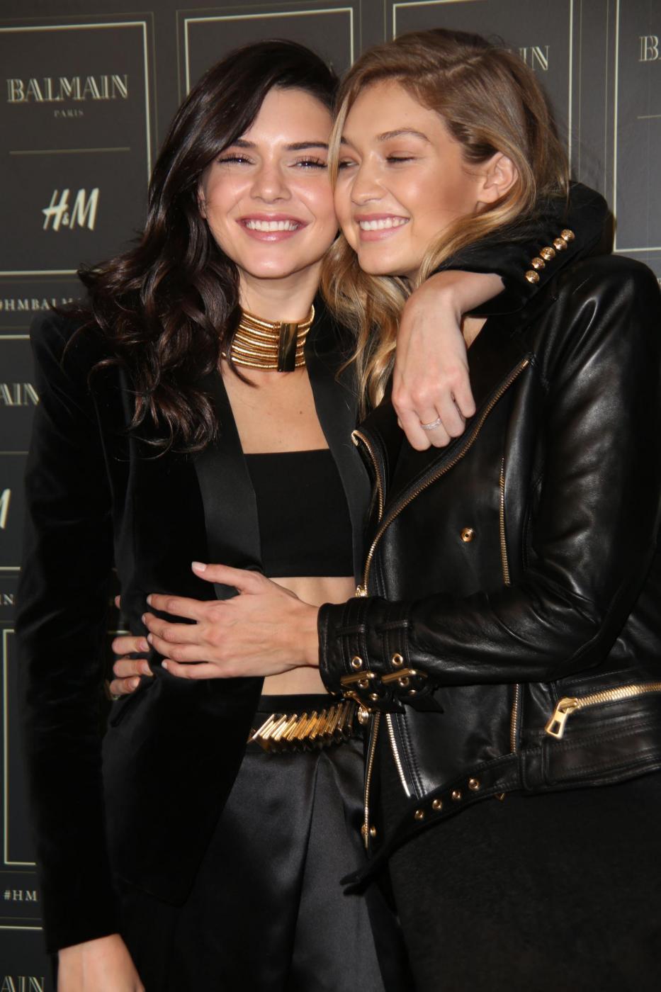 Gigi Hadid e Kendall Jenner posano per la collezione H&M FOTO asd