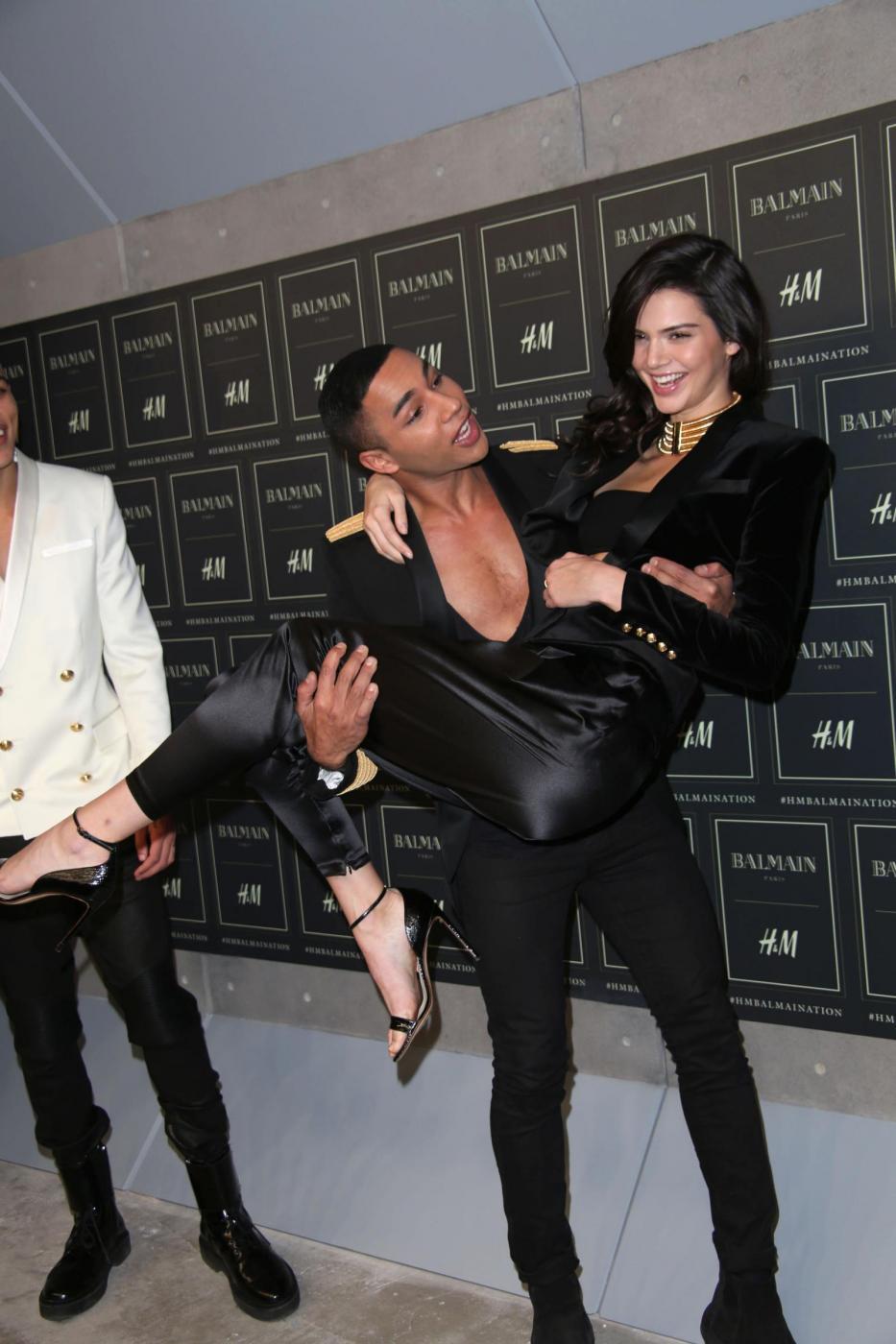 Gigi Hadid e Kendall Jenner posano per la collezione H&M FOTO edc